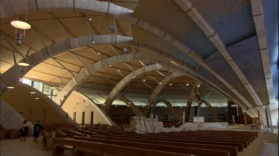 377029313-chiesa-di-padre-pio-san-giovanni-rotondo-pew-renzo-piano.jpg